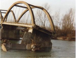 la route reliant Longwy à Chaussin est coupée, le pont est détruit