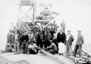 En 1934, les ouvriers fiers de leur construction